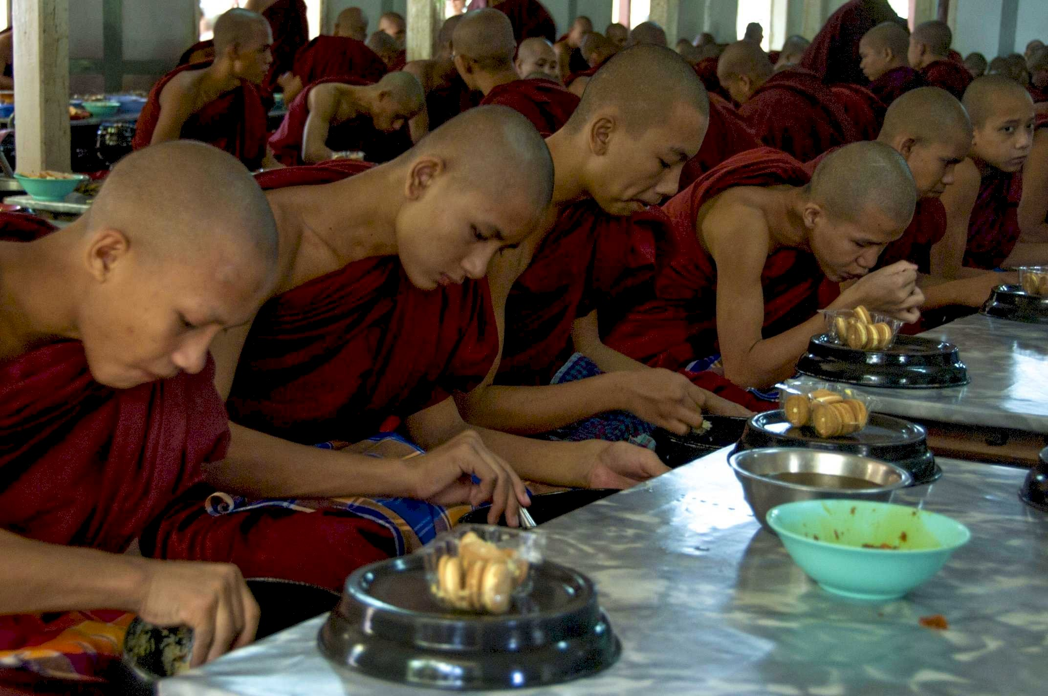 Nyanmar, young monks eating
