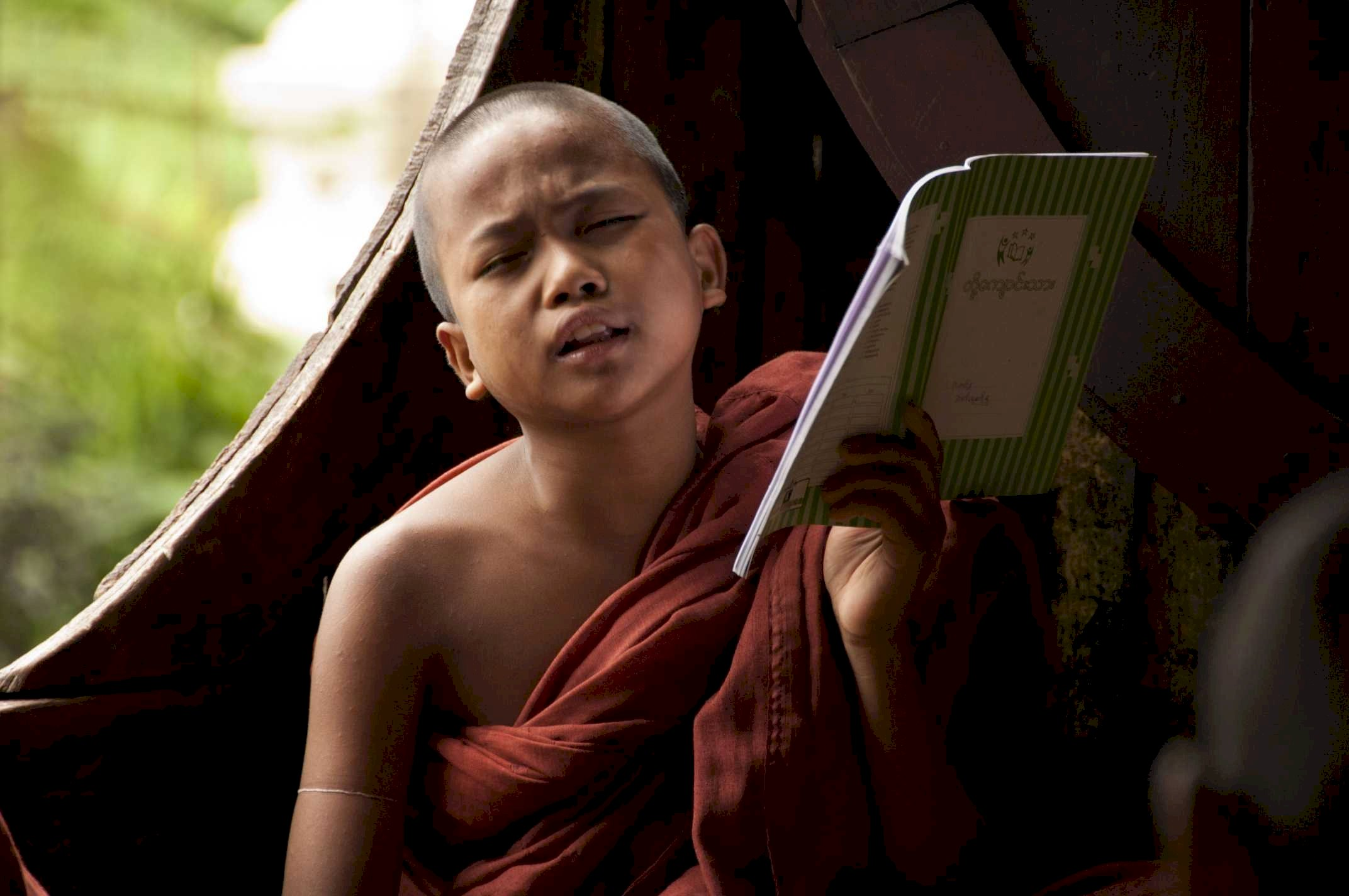 Myanmar, litlle monk singing