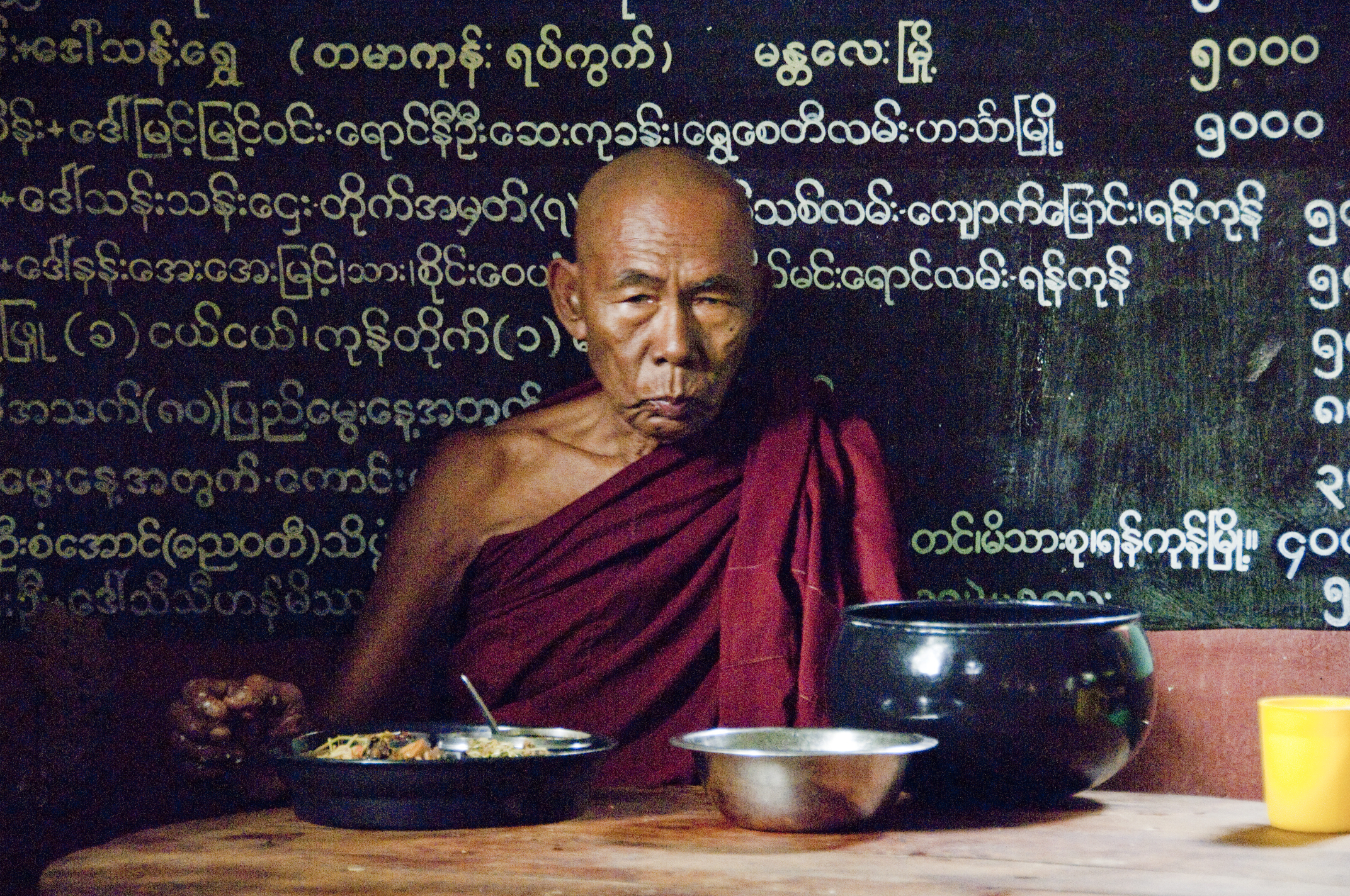 Myanmar, monk eating