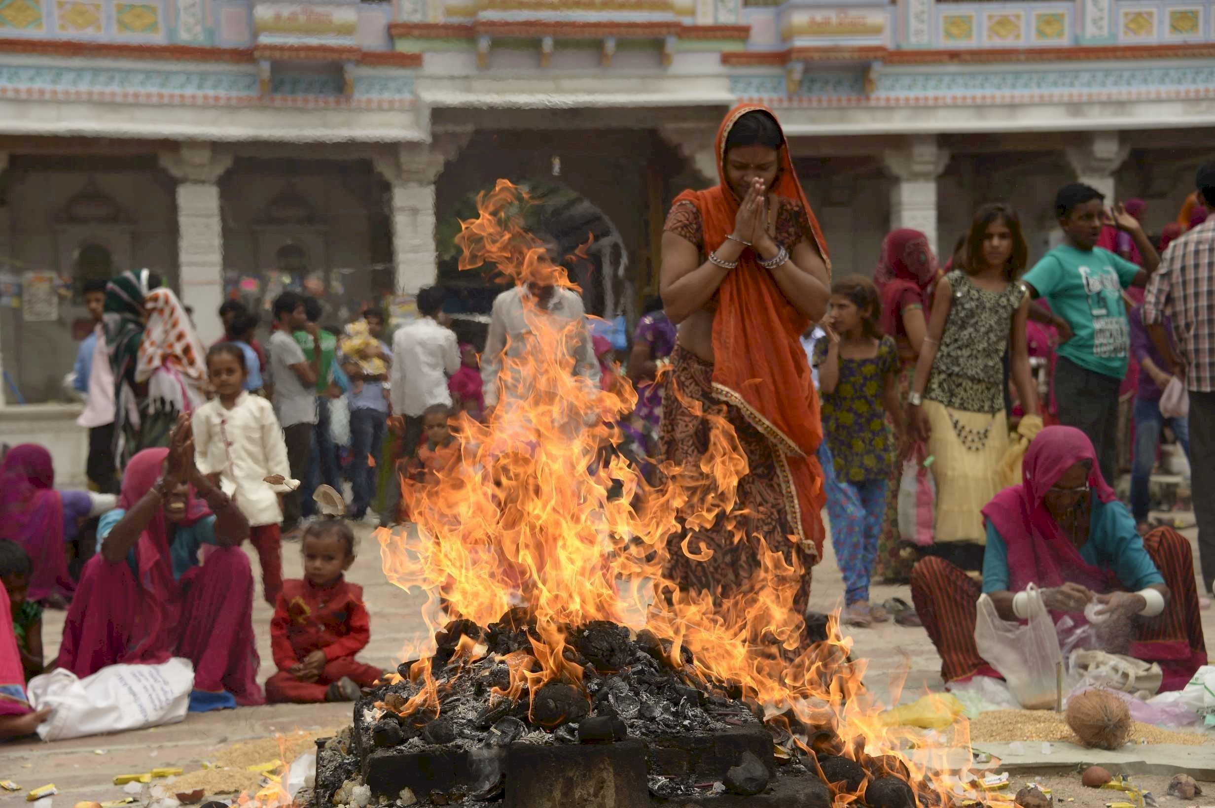 India, Yaghia, il culto del fuoco
