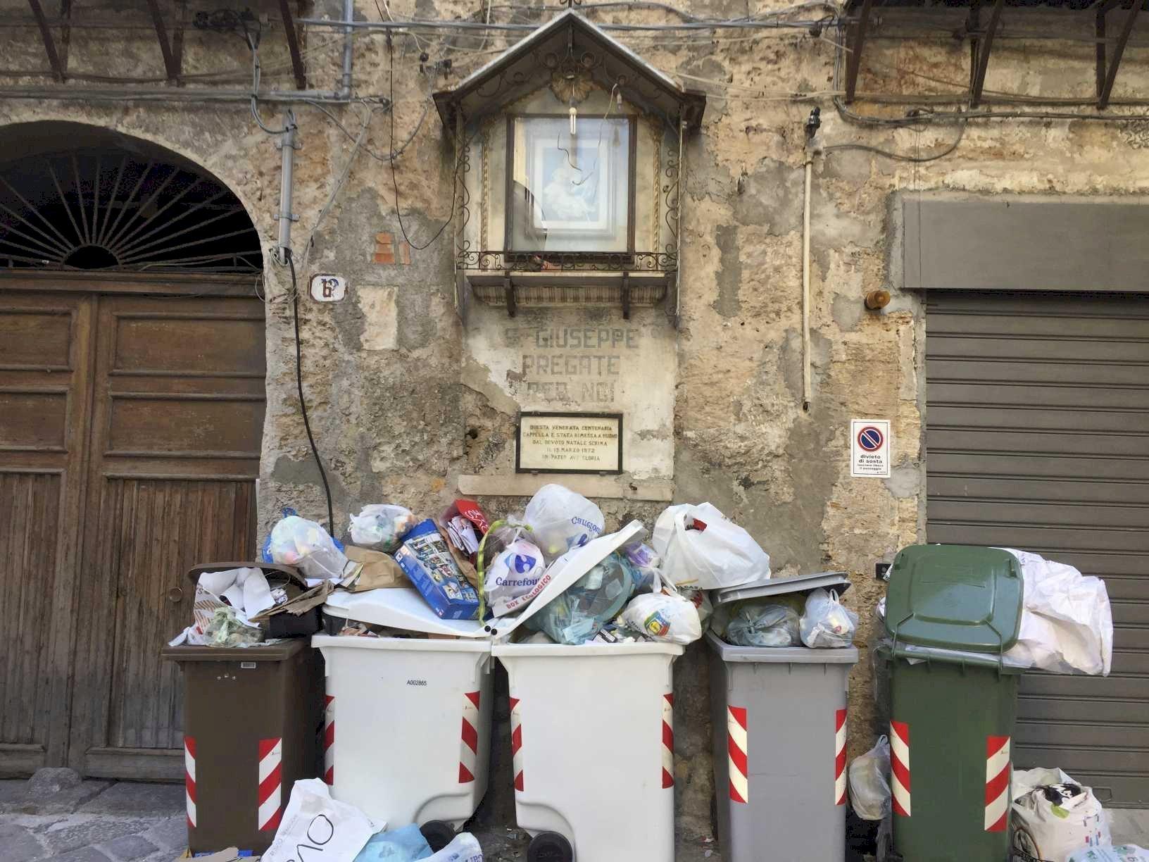 Palermo - Sua Maestà la Monnezza